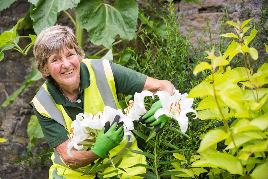 Perth in Bloom: Volunteer works in the Compassionate Friends Garden
