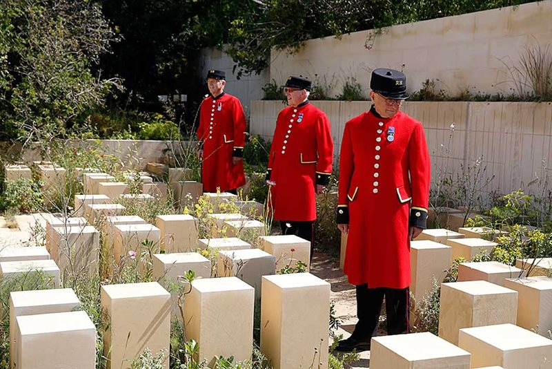 Chelsea Pensioners in the M&G Garden 2017