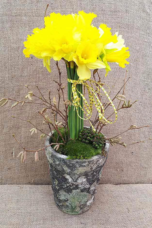 showing 1st image of 2018 Form 940 Form Spring bouquets at the RHS Flower Show Cardiff 2018 / RHS ...