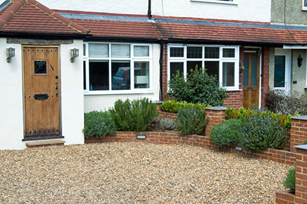 Front gardens: permeable paving / RHS Gardening