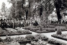 'Chelsea 1958, a French vegetable, fruit and flower garden, Vilmorin- Andrieux' designed by Russell Page