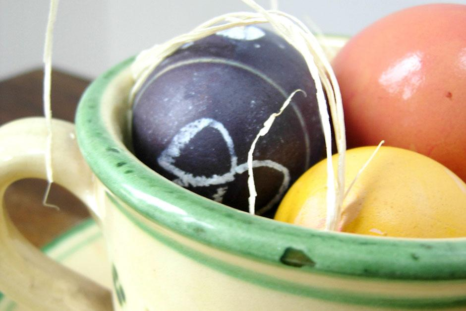 Use plants to dye eggs for Easter