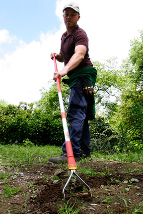 Hoeing is a good option if you don't want to use chemicals. Image: Neil Hepworth/RHS