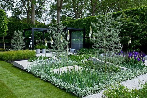 RHS tips on styling your formal Garden / RHS Gardening